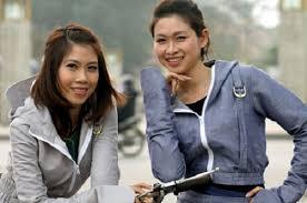 """Thị trường Việt """"sốt"""" áo chống nắng Nhật Bản"""